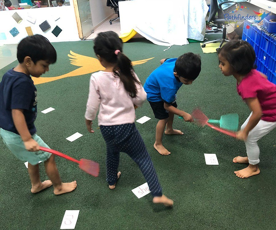 Children are playing Lang Game